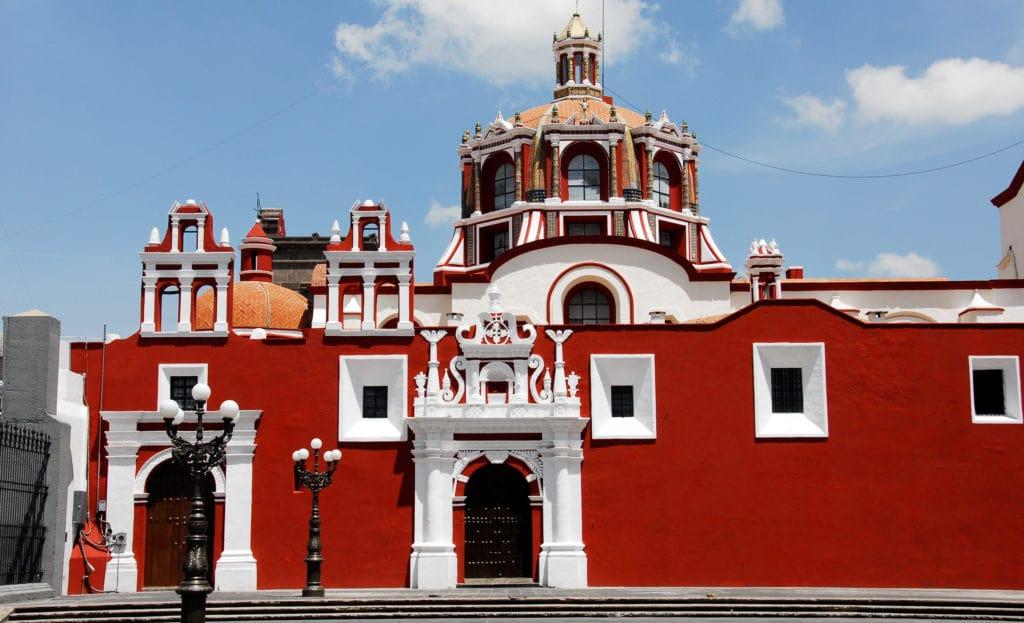 Iglesia de Santo Domingo, en Puebla, ejemplo del barroco mexicano.