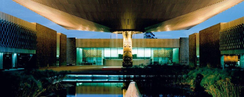 La fuente monumental del Museo Nacional de Antropología de la Ciudad de México.