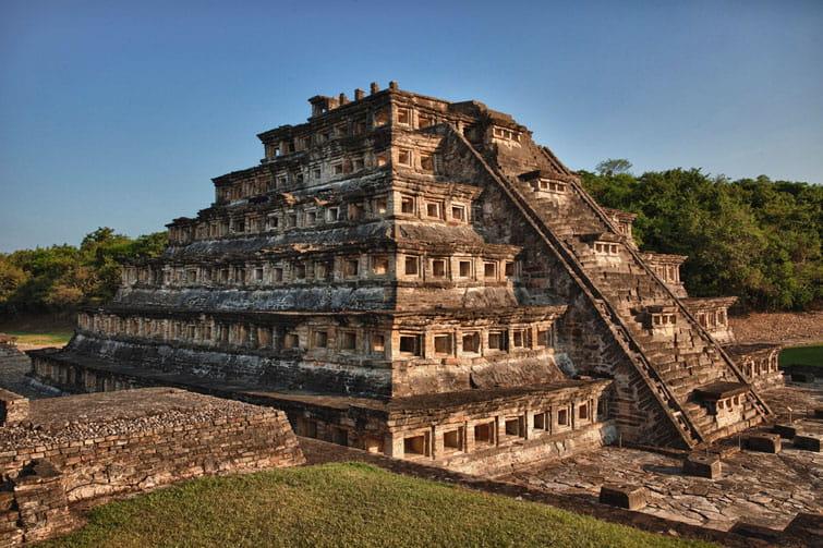 La zona  arqueológica del Tajín, corresponde a lo que fue la capital de la cultura Tolteca.