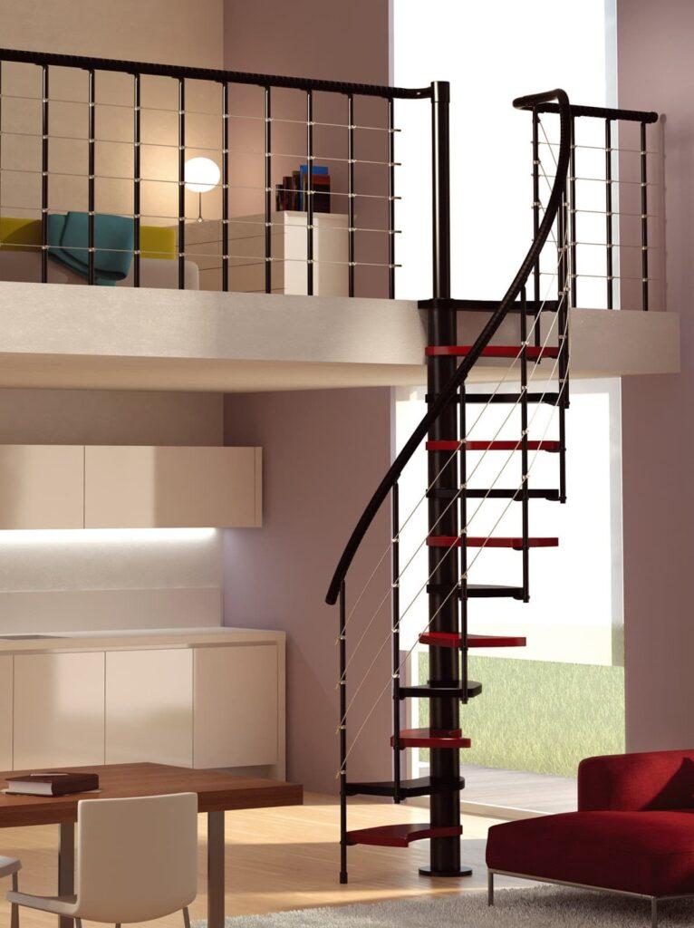 Las escaleras pequeñas de caracol es un elemento arquitectónico muy atractivo