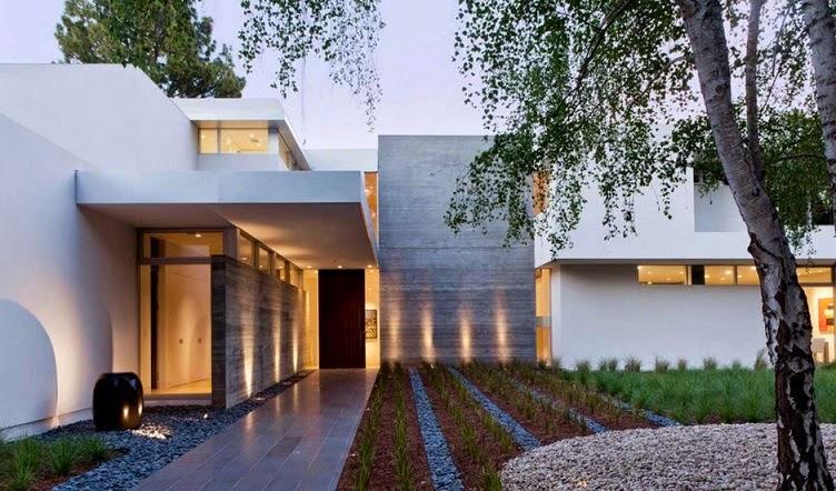 Fachada de casa con combinación de materiales