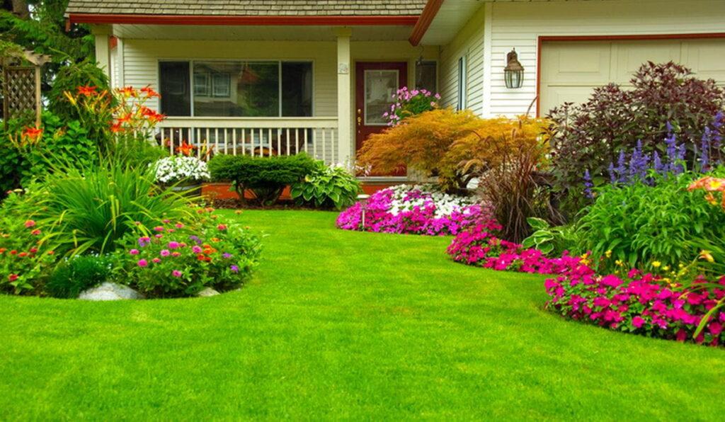 Jardín verde con flores de colores