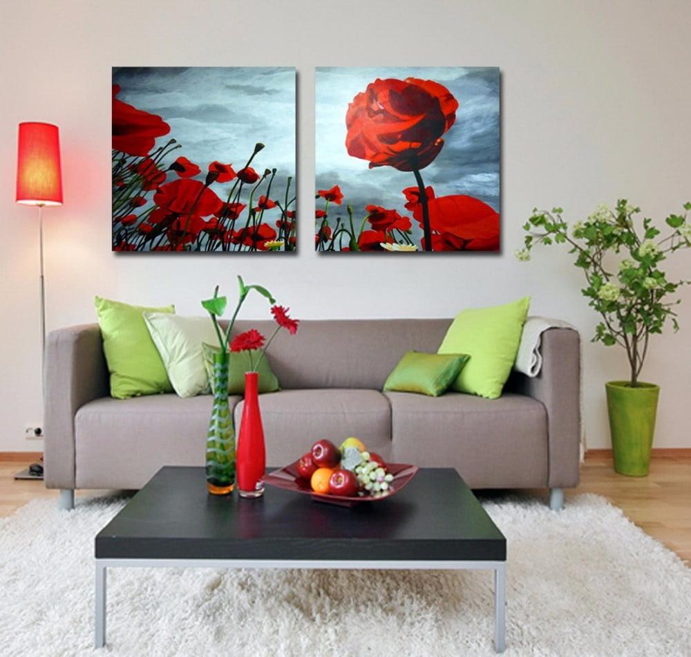 La sala puede ser decorada por mobiliario adicional como lámparas y cuadros