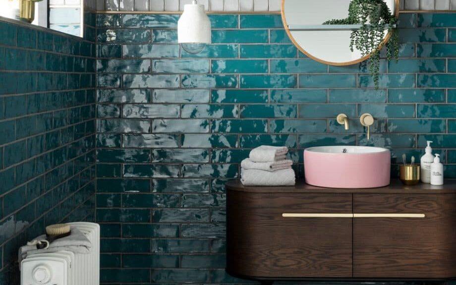 Diseño de lavamanos sobre mueble de madera