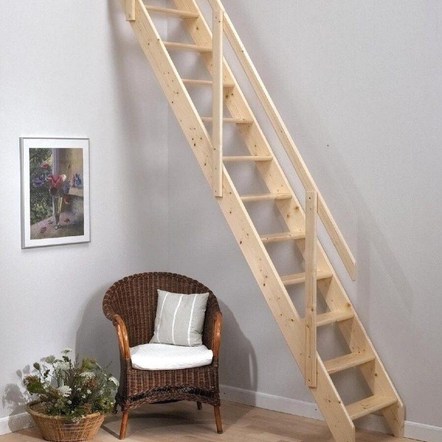 Una escalera de madera es muy fácil de insertar en cualquier espacio